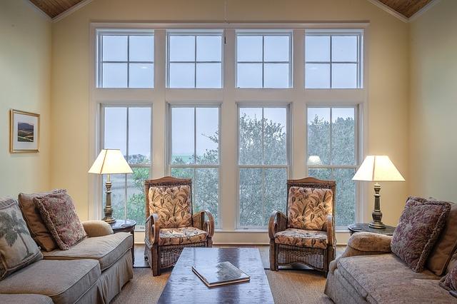 Osvětlený obývací pokoj